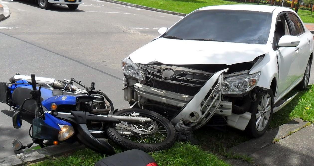 https://autolab.com.co/wp-content/uploads/2021/06/los-accidentes-de-trafico-mas-comunes-en-Colombia.jpg