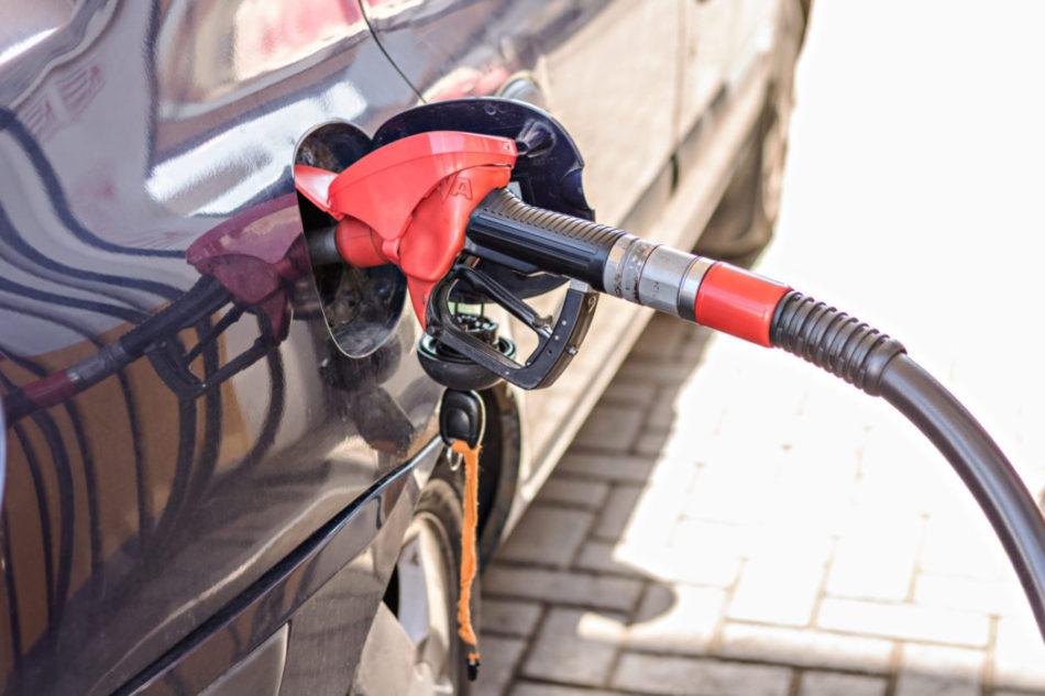 https://autolab.com.co/wp-content/uploads/2021/10/refueling-with-gasoline-using-a-gasoline-pump-car-2021-08-30-05-24-10-utc-scaled-e1634828005955.jpg